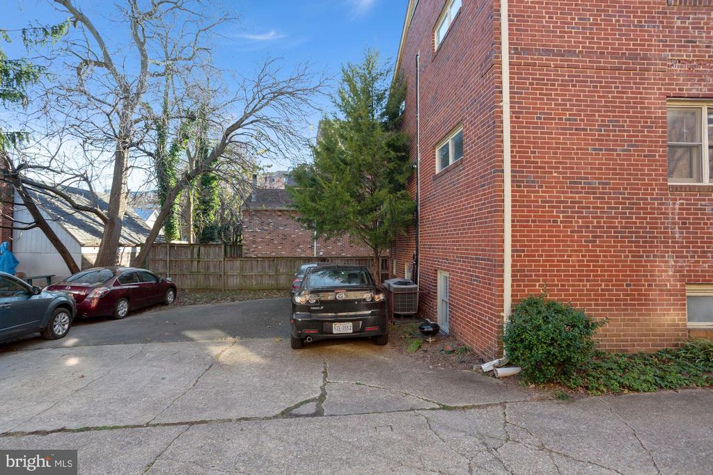 1121 Taylor St N #B, Arlington, VA 22201
