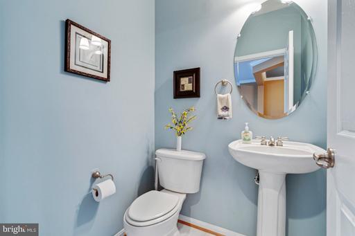 5661 Faircloth Ct Centreville VA 20120