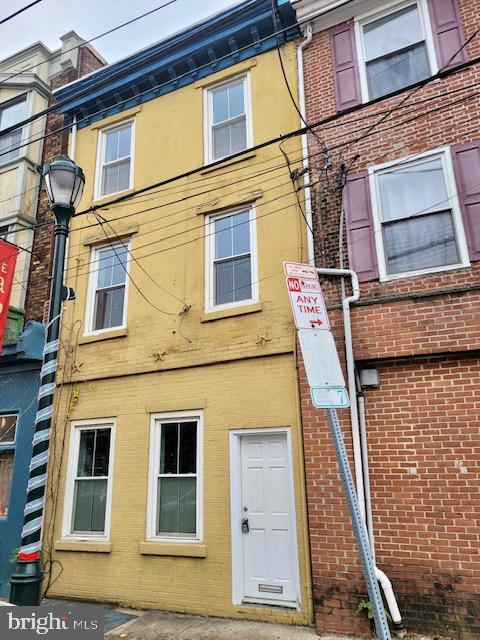 802 S 4th Street Philadelphia, PA 19147