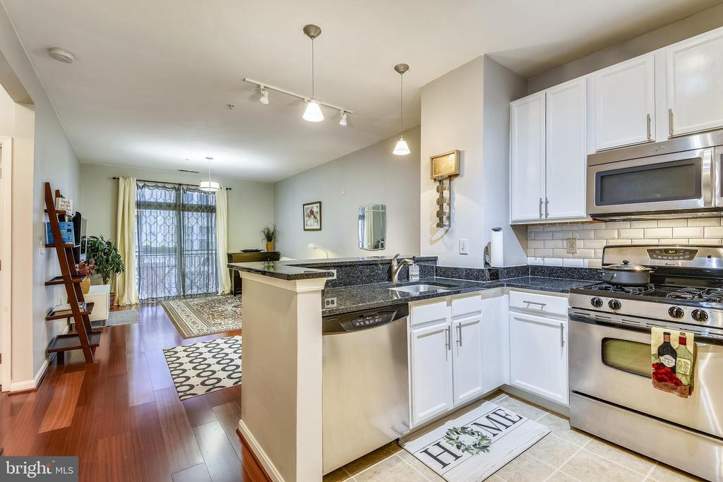 2665 Prosperity Ave #203, Fairfax, VA 22031