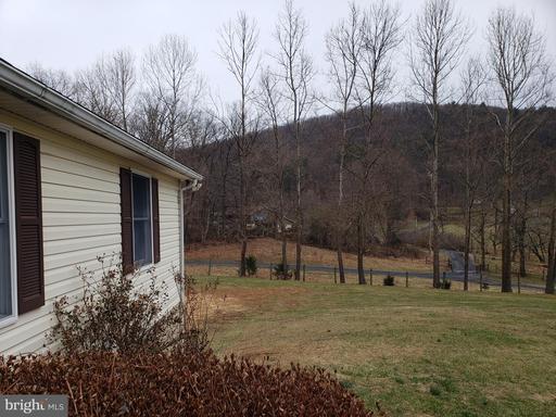 95 Round Mountain Ln, Bentonville 22610