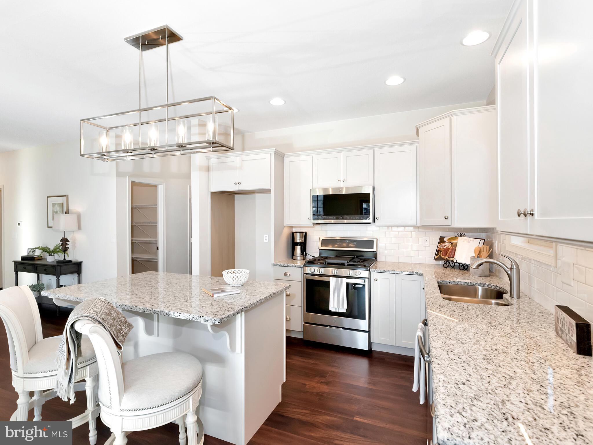 Beautiful kitchen w/granite