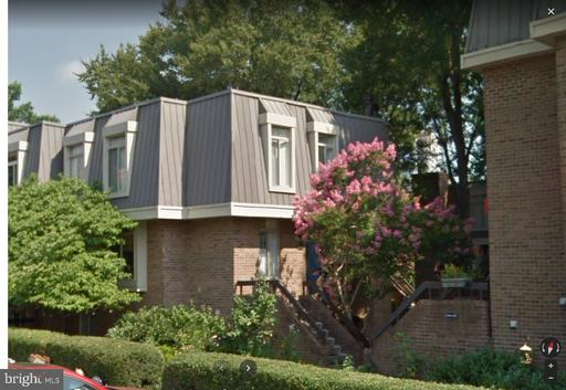 1681 S Hayes St #2