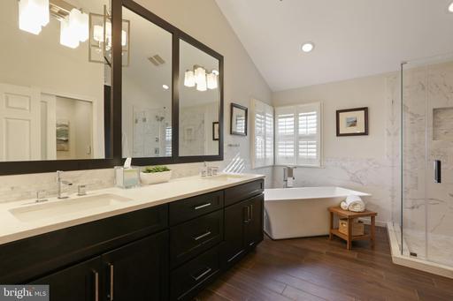 6328 Hidden Canyon Rd Centreville VA 20120