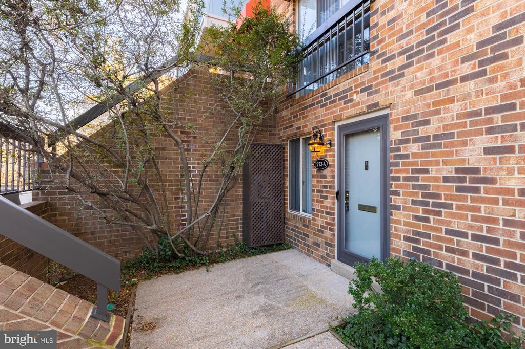 1773 S Hayes St #1, Arlington, VA 22202