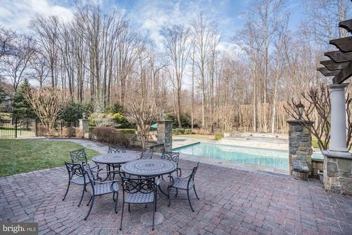 1176 Old Tolson Mill Rd, McLean 22102