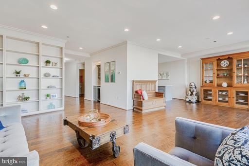 1300 Crystal Dr #Penthouse 14, Arlington 22202