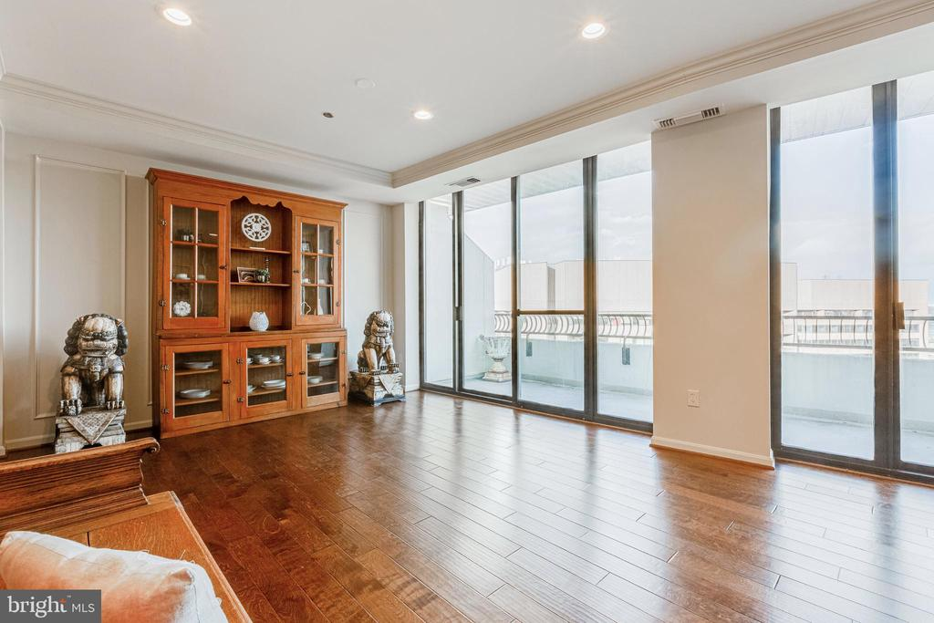 Photo of 1300 Crystal Dr #Penthouse 14