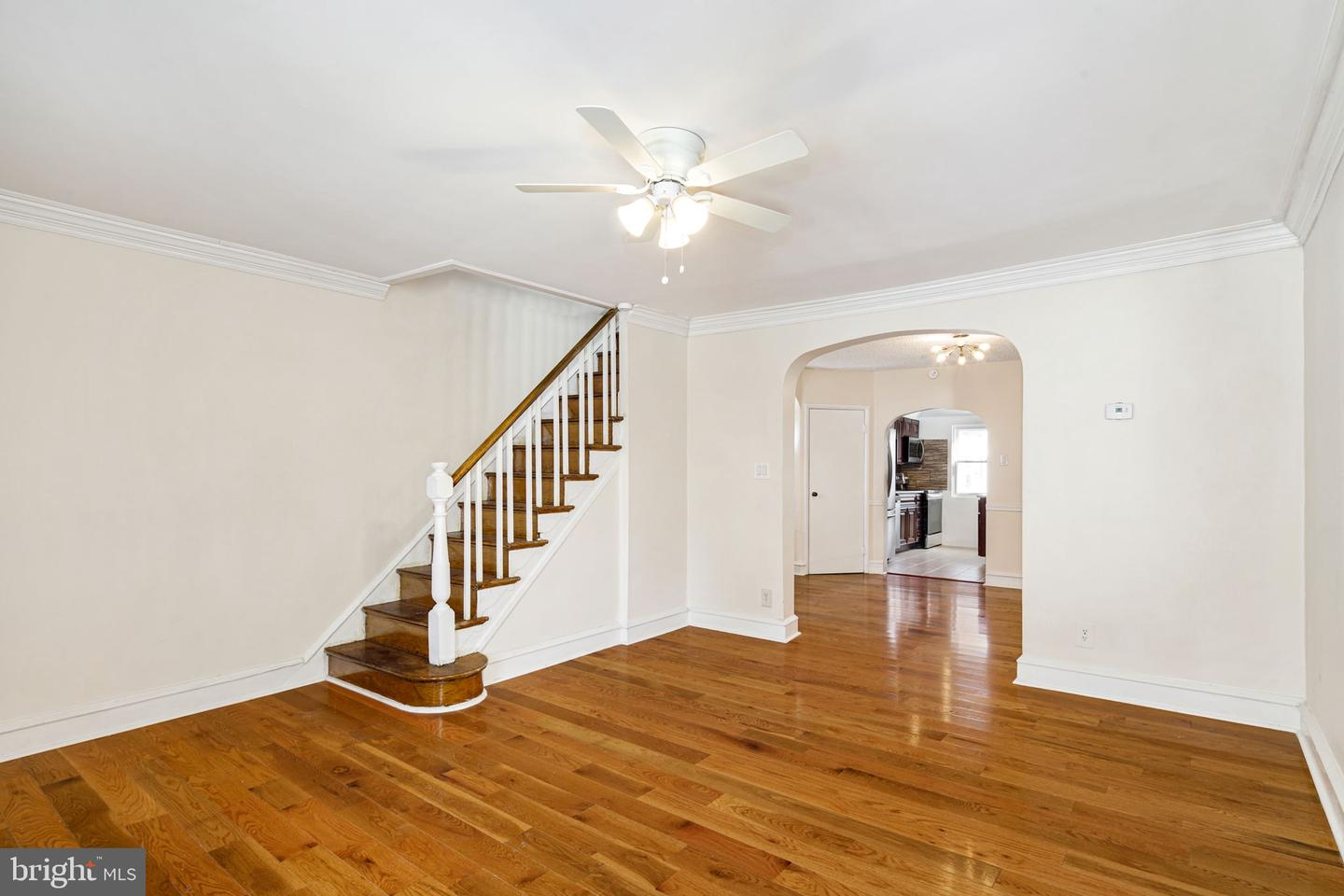 587 Larchwood Avenue Upper Darby, PA 19082