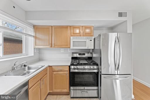 905 S 22nd St S #2, Arlington, VA 22202