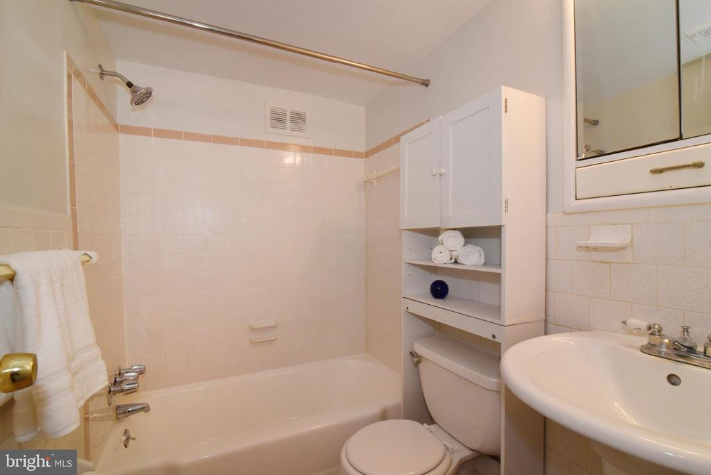 Photo of 5831 Quantrell Ave #106