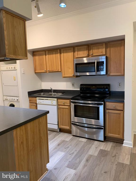 Photo of 1211 S Eads St #1409