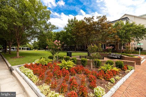 1852 Potomac Greens Dr Alexandria VA 22314
