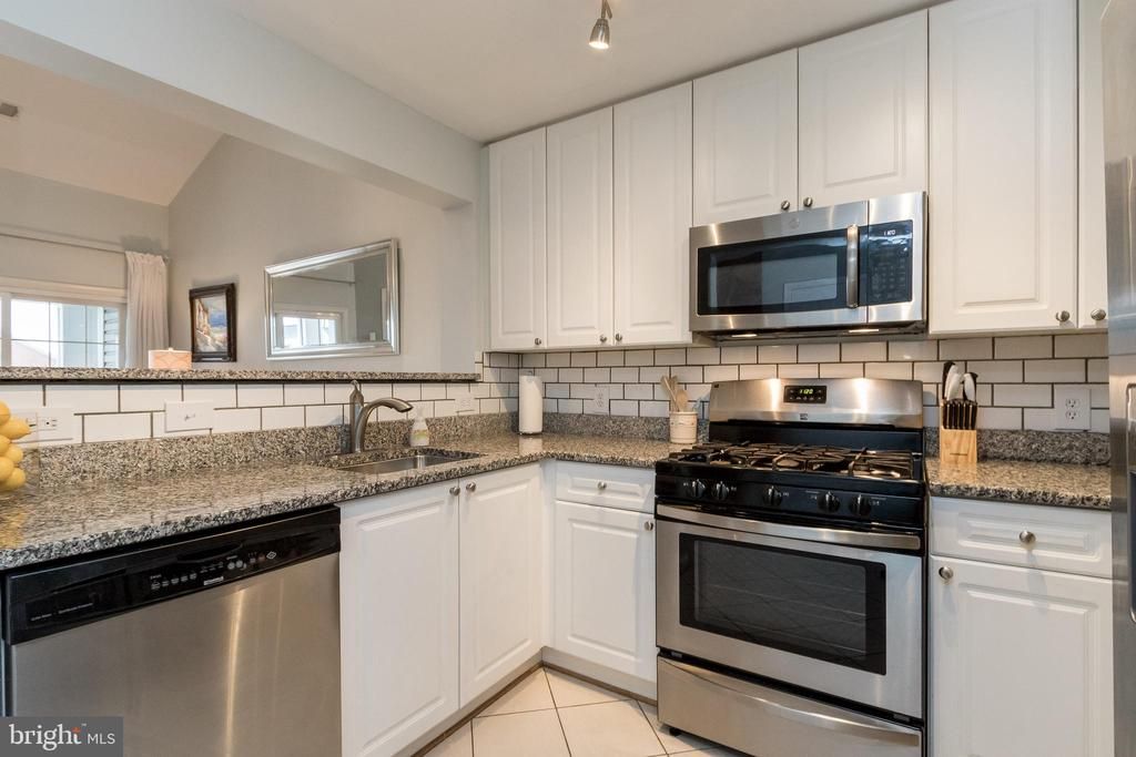 Photo of 4950 Brenman Park Dr #413