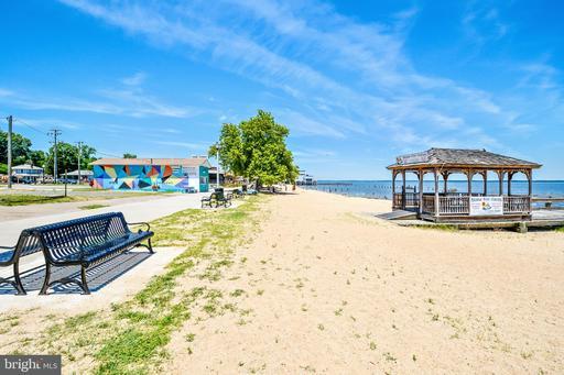 128 11th St Colonial Beach VA 22443