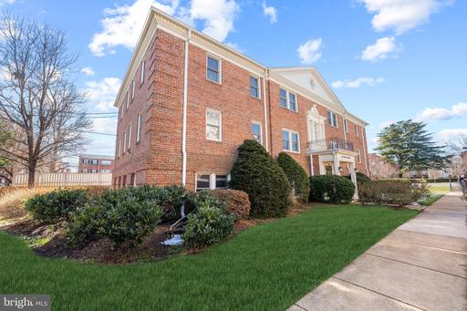 722 S Washington St #302, Alexandria 22314