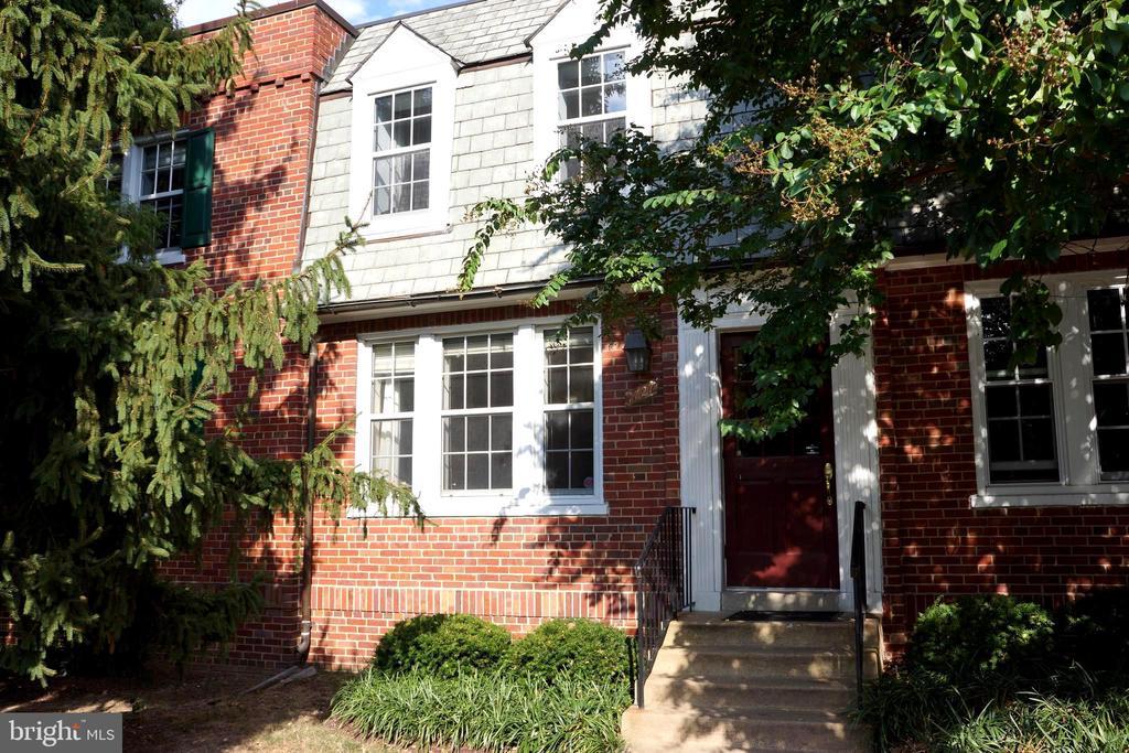 1727 N Rhodes St #3-232, Arlington, VA 22201