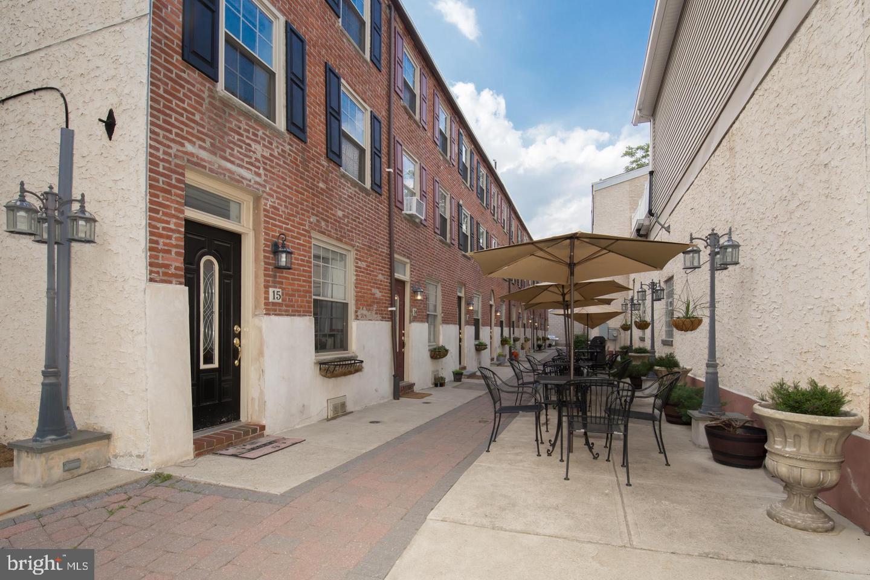 525 Fitzwater Street UNIT #15 Philadelphia, PA 19147