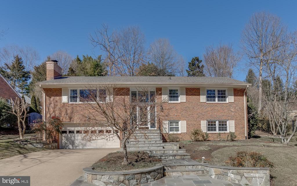 OPEN SAT. MAR. 6 from 12:30pm - 2:30pm and SUN. MAR. 7 from 12:30pm - 2:30pm.  Move-in ready updated home in North Arlington.  Great cul-de-sac location and eligible for Donaldson Run Pool membership.  Close to Potomac Overlook Park.  Yorktown HS, Hamm MS, and Taylor ES.  Eligible to apply for Key Spanish Immersion ES.   Updates include: 2021 new luxury vinyl tile on lower level, 2020/2021 two upper level full bathrooms updated, 2020/2021 fresh paint, 2019 new roof, 2017 new kitchen appliances,  2016 new HVAC and air purifier, 2014 new water heater.  Beautifully professionally landscaped yard.  Hardwood floors on upper level.  Four bedrooms and three full bathrooms.  Easy to use one or more of the bedrooms as a home office.  Two cozy gas fireplaces.  This is a great home for entertaining with good flow between the kitchen, living and dining areas out to the lovely patio for grilling.  Large 2-car garage with storage space.  More storage space in attic.  Enjoy this quiet cul-de-sac street with low traffic.  Everything you need is here - a spacious home and yard, and an easy walk to Potomac Overlook Park and Donaldson Run Pool.