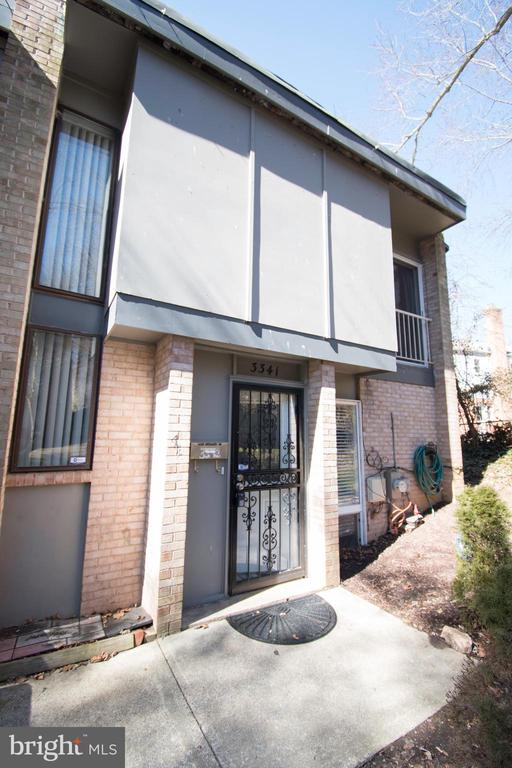 WELCOME TO THIS GEORGEOUS END UNIT TOWNHOUSE IN GREAT LOCATION!!! This  updated townhouse features renovated bathrooms, new kitchen appliances, new roof, new carpet, new washer/dryer, new paint, new shed in the backyard and more... HOA fee includes: GAS, HEATING, WATER, Parking, Lawn Care, Snow Removal, Trash Removal, Management. Conveniently located near public transportation, major highways, Just few minutes to Metro, shopping centers, schools... Two parking permit stickers. Disclosures online. SHOWING TIMES: MON-FRI 12-9PM & SAT-SUN 9AM-9PM.