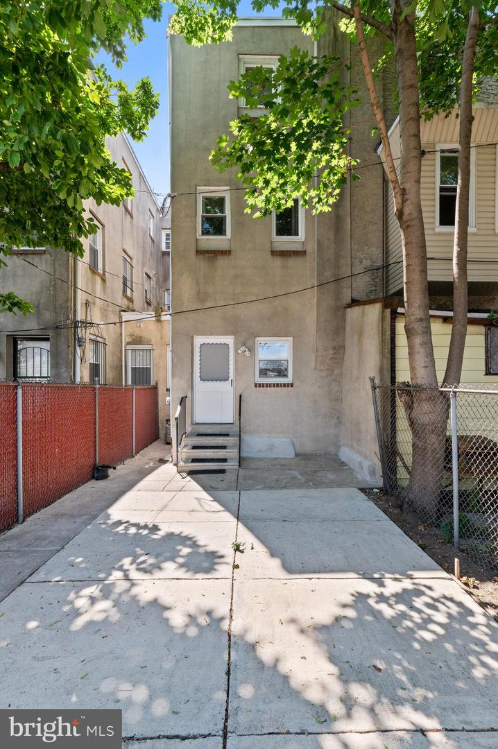 609 N 34th Street Philadelphia , PA 19104