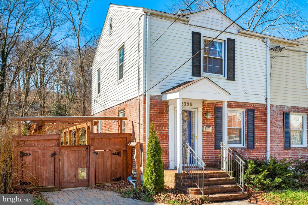 2325 Riverview Ter