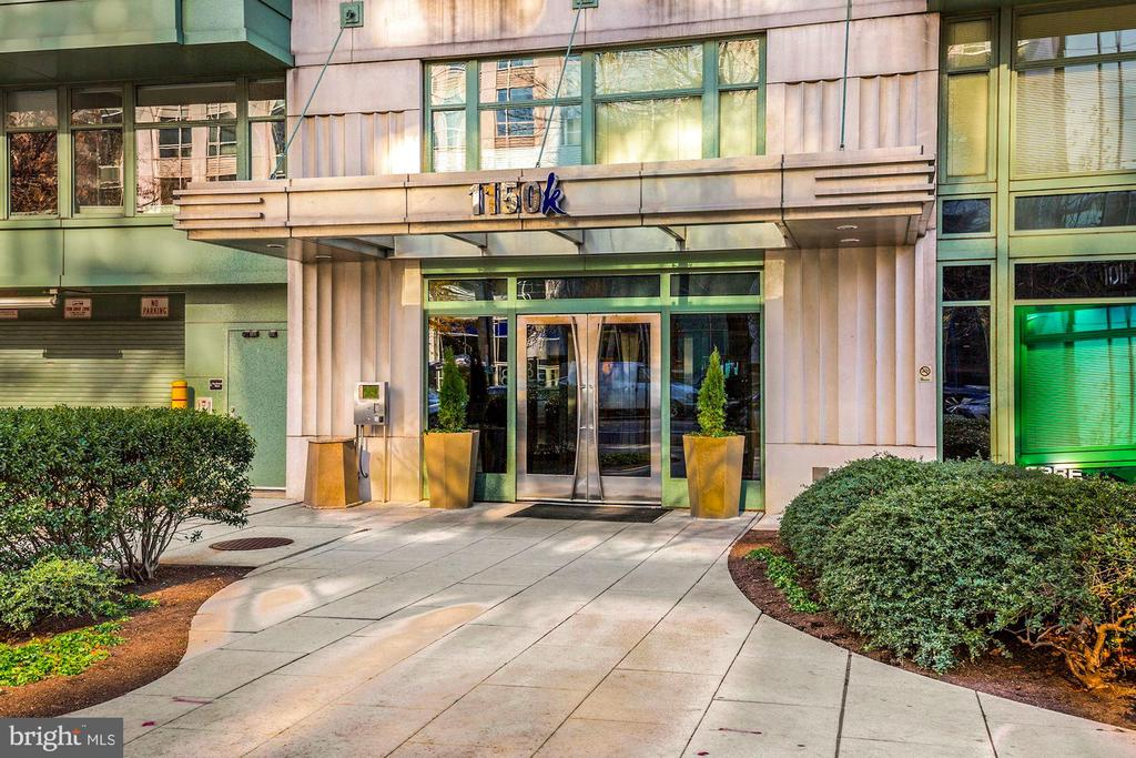 Fantastic 2 bed/2 bath unit available in a well sought-after building in Downtown DC.  The unit is flooded with an incredible amount of natural light with windows facing north & west.  The building features an onsite concierge, secure parking, a conference room with a pool table, and a rooftop deck with amazing views.  Spectacular location with a Walk Score of 97, Transit Score of 87, and Bikeability Score of 80.  Close to Metro Center & McPherson Square train stations, and in walking distance to an abundance of coffee shops, restaurants, and high-end apparel stores, The National Mall & White House. Condo being sold As-Is.