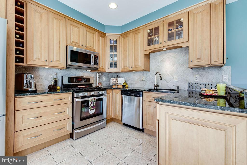 6269 Taliaferro Way, Alexandria, VA 22315