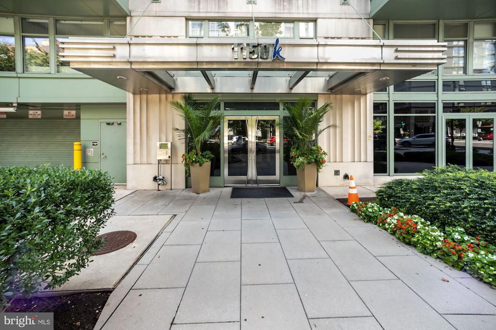 1150 K is a fantastic amenity rich building in the heart of the city.   This massive studio boasts over 620 sq feet, hard wood floors, its own private patio, in unit W/D and plenty of storage.  Stainless steel appliances , granite counter tops make entertaining easy along with the large breakfast bar with room for 2 bar stools. Make the most of the buildings gym and expansive roof deck which includes BBQ Grills.  Walk to City Center, Logan Circle, The National Mall or China Town.  97 Walk score and a 100 Transit score.  Only .2 miles to the Orange, Blue, Silver and Red lines.