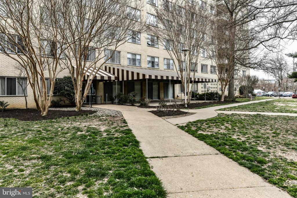 Photo of 6621 Wakefield Dr #802