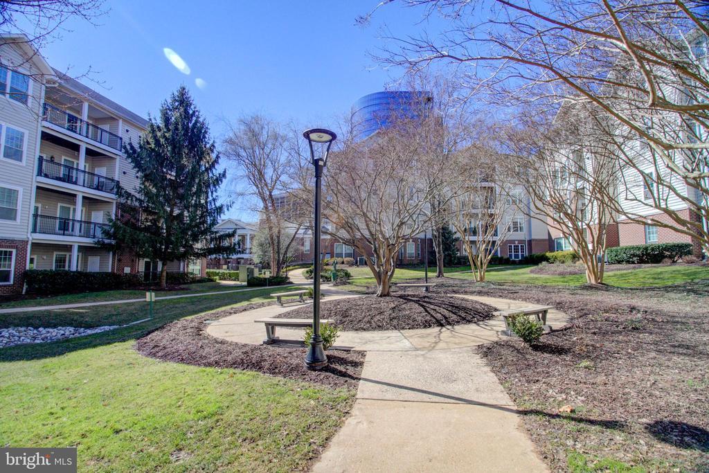1521 Spring Gate Dr #10102, McLean, VA 22102