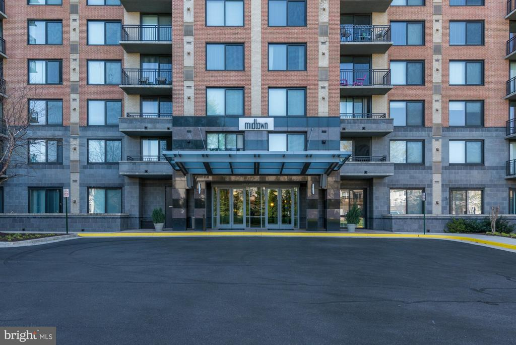 Photo of 2451 Midtown Ave #402