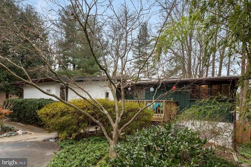 7706 Poplar Tree Ln, Falls Church, VA 22042