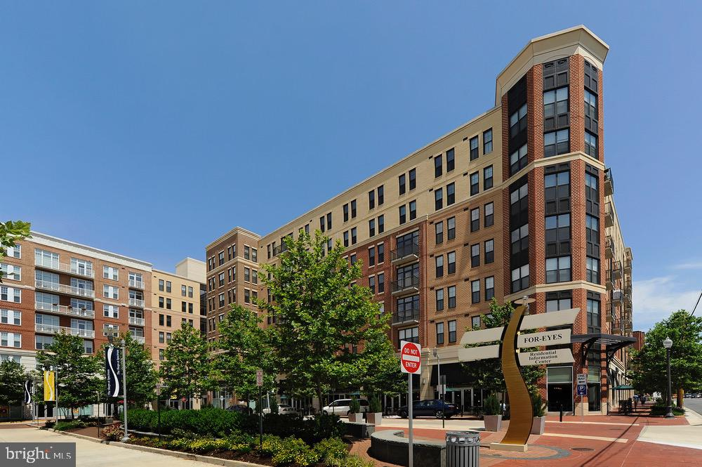 444 W Broad St #618, Falls Church, VA 22046