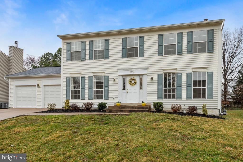 1510 Meadow Chase Dr, Herndon, VA 20170