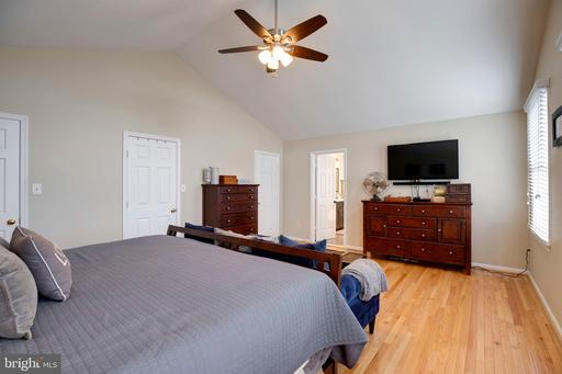 6923 Confederate Ridge Ln Centreville VA 20121