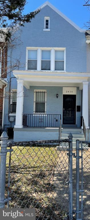 Opportunity to own in a prime area of DC.. A brief walk to Rhode Island Metro station, restaurants, neighborhood bars and shops. Features include open kitchen with granite counter tops and stainless steel appliances.