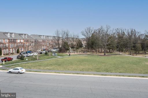 42452 Legacy Park Dr Brambleton VA 20148