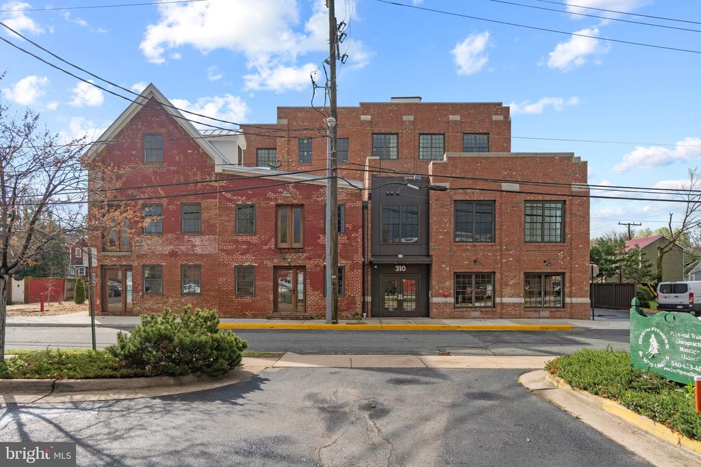 Fantastic new construction in downtown Fredericksburg. 3 bedrooms. 2 full bathrooms. 1 half bathroom. Wolf and SubZero gourmet appliances in kitchen. Quartz countertops in kitchen. Custom cabinetry throughout. 10 ft ceilings. Reclaimed hardwood floors. Full sized washer & dryer.  Lavish master bath with heated floors. Gas fireplace. Private, secure, assigned, garage parking. Semi-private elevators. 1 Block to VRE/Amtrak station.