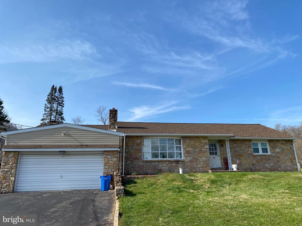1581 FRANKLIN DRIVE, POTTSTOWN, PA 19465