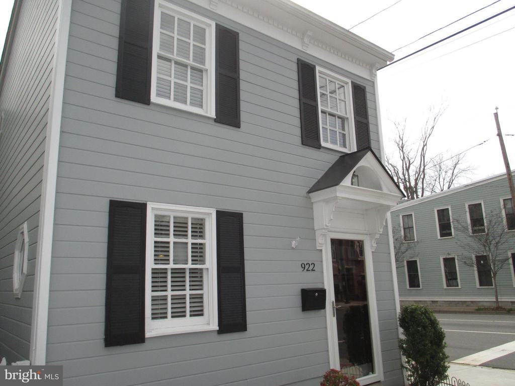 922 Pendleton St, Alexandria, VA 22314