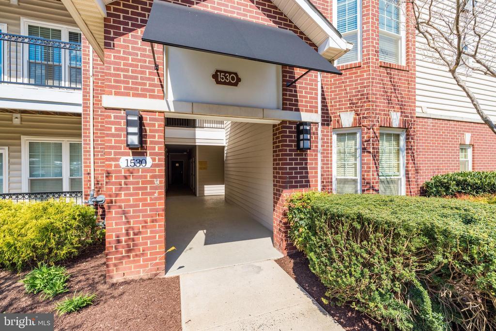 1530 Spring Gate Dr #9106, McLean, VA 22102