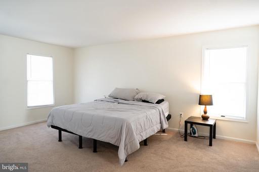 15252 Surrey House Way Centreville VA 20120