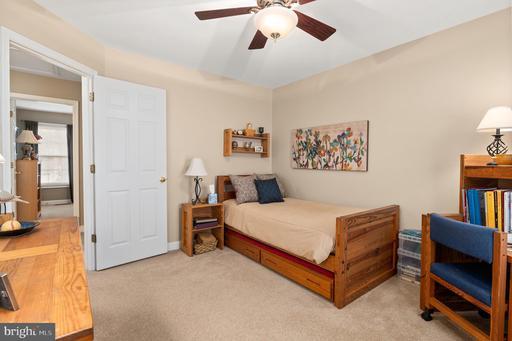 5205 Belle Plains Dr Centreville VA 20120