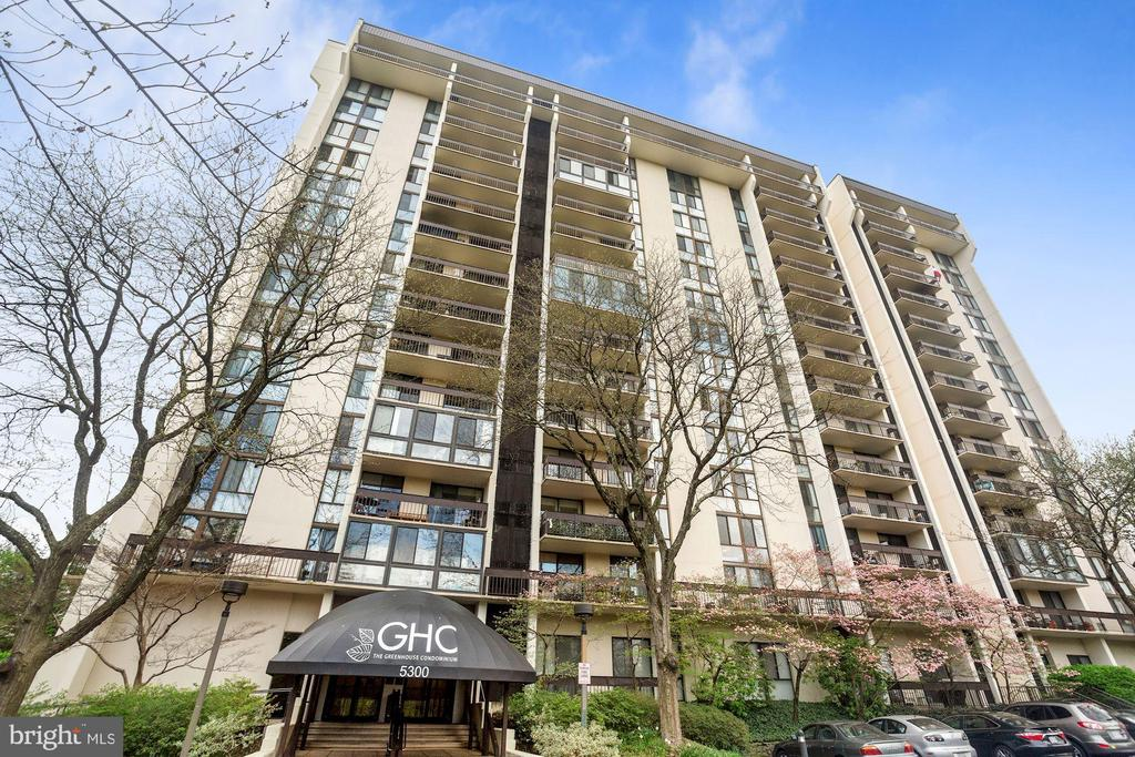 Photo of 5300 Holmes Run Pkwy #211