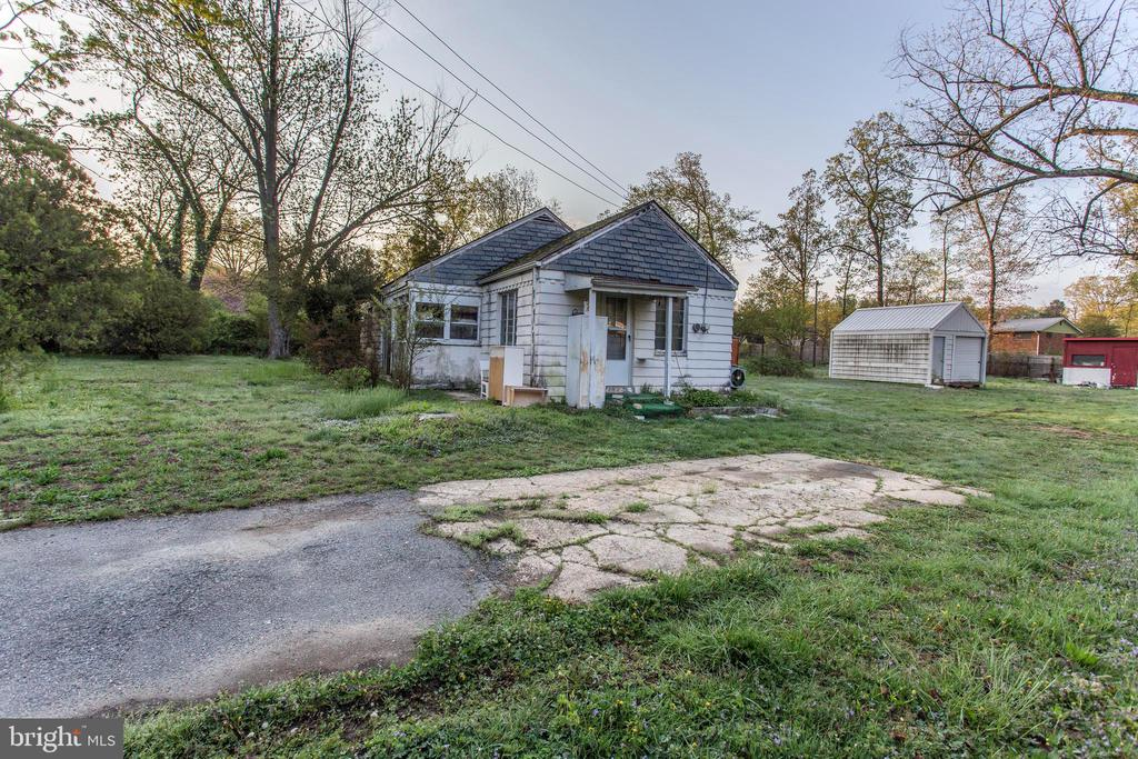 Photo of 3801 Colonial Ave