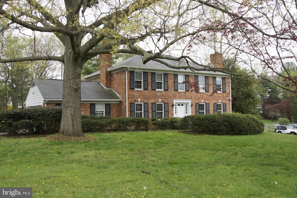 Classic All-Brick Colonial in prime location. Put some HGTV type work into this  home and you will  have something exceptional! Or move into it like it is.  Basement only needs drop ceiling. A remodelers dream on a gorgeous lot.
