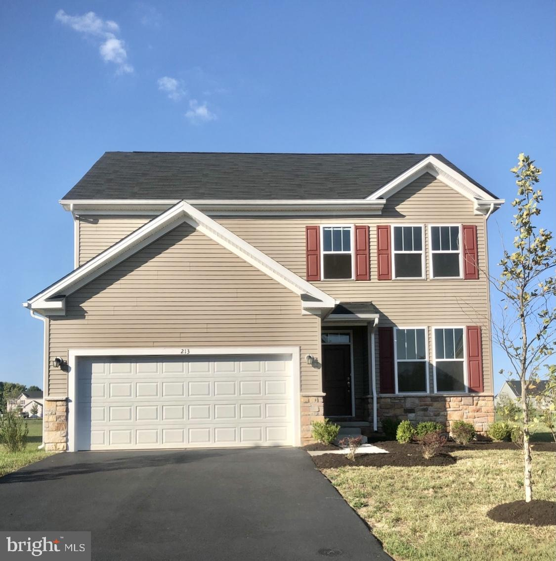 4 YEAR OLD NEW CONSTRUCTION HOME IN BEAUTIFUL HYETTS CROSSING DEVELOPMENT IN MIDDLETOWN DELAWARE. 2 LEVEL PLUS BASEMENT. SPACIOUS BACKYARD. ALL STAINLESS STEEL KITCHEN WITH DOUBLE OVEN AND LARGER REFRIGERATOR. WASHER DRYER UNITS UPSTAIRS. HIS & HER SINKS IN MASTER BATHROOM. 2 CAR GARAGE. SEALED COATED DRIVEWAY.