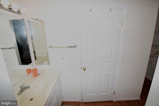 6318 Mary Todd Ln Centreville VA 20121