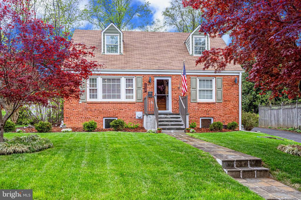 3908 Larchwood Rd, Falls Church, VA 22041